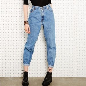 Levi's 550 High Waisted Relaxed Mom Jeans 18